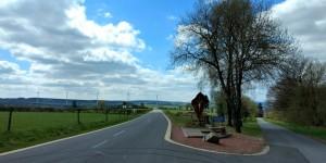 Gabelung vor Heppenbach mit schönem Wegkreuz